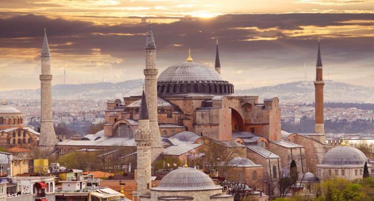 Turcja przygotowuje się do piątkowych modlitw w Hagia Sophia