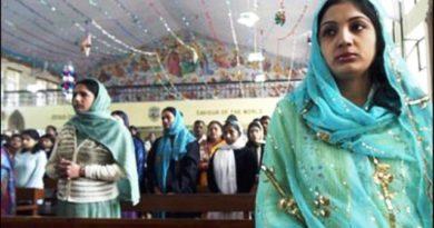 Indie: Radykałowie twierdzą, że wszyscy Chrześcijanie niosą COVID-19 i zarażają innych wirusem.