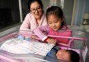 Chińscy urzędnicy bezpieczeństwa przeprowadzają nalot na grupę matek rozmawiających o rodzicielstwie