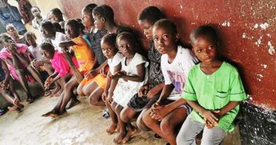 Niewidome sieroty w Liberii otrzymują pomoc materialną i ewangelię Jezusa Chrystusa
