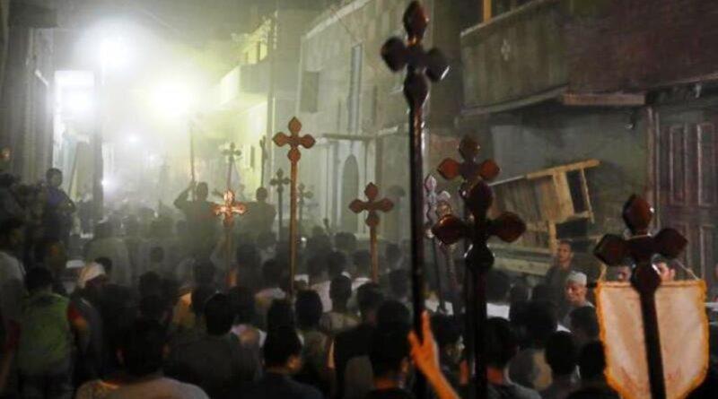 Egipt: Setki muzułmanów atakują kościół i domy chrześcijan